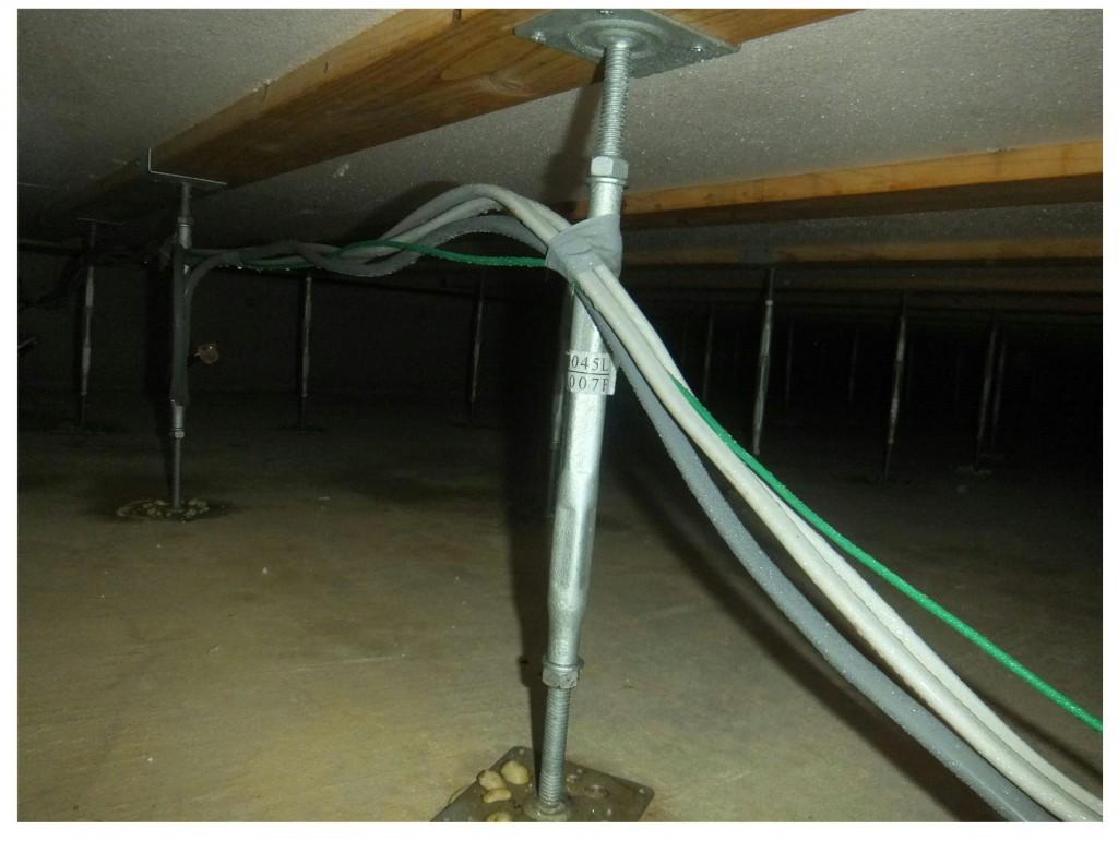 床下結露 電線
