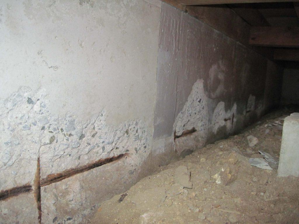 劣化した基礎コンクリート